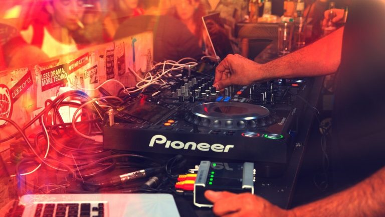 Best DJ Mixers For Beginners 2021: Reviews & Buyer's Guide