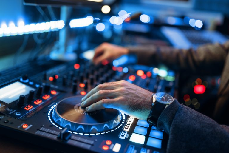 How to Be a DJ: The Complete Guide