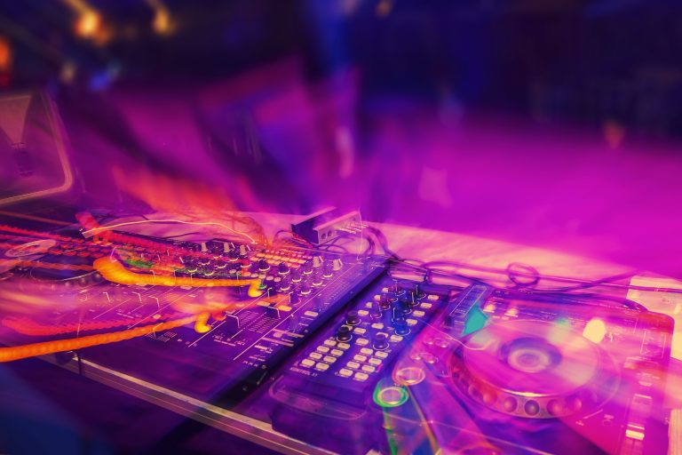 When To Mix In A New Song DJ