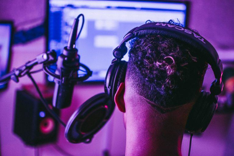 American Audio ETR 1000B DJ Headphones Review [2021]