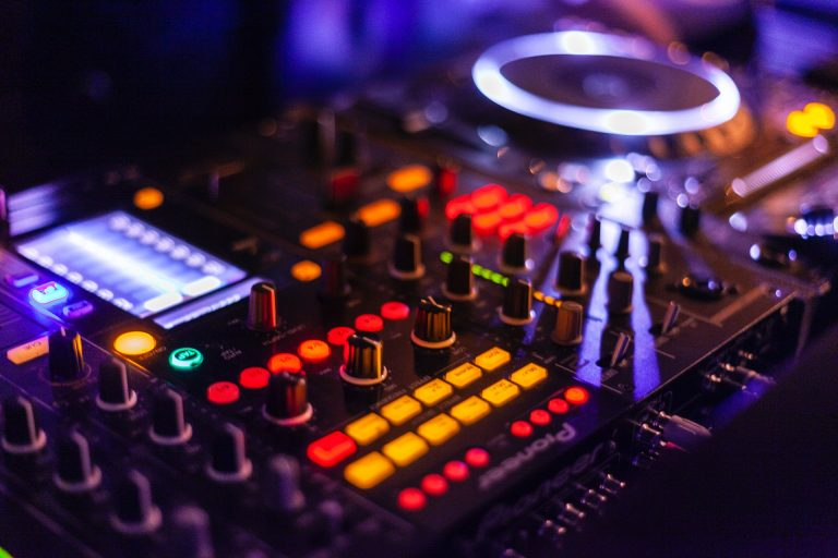 Best Serato DJ Pro Controller 2021: Reviews & Buyer's Guide
