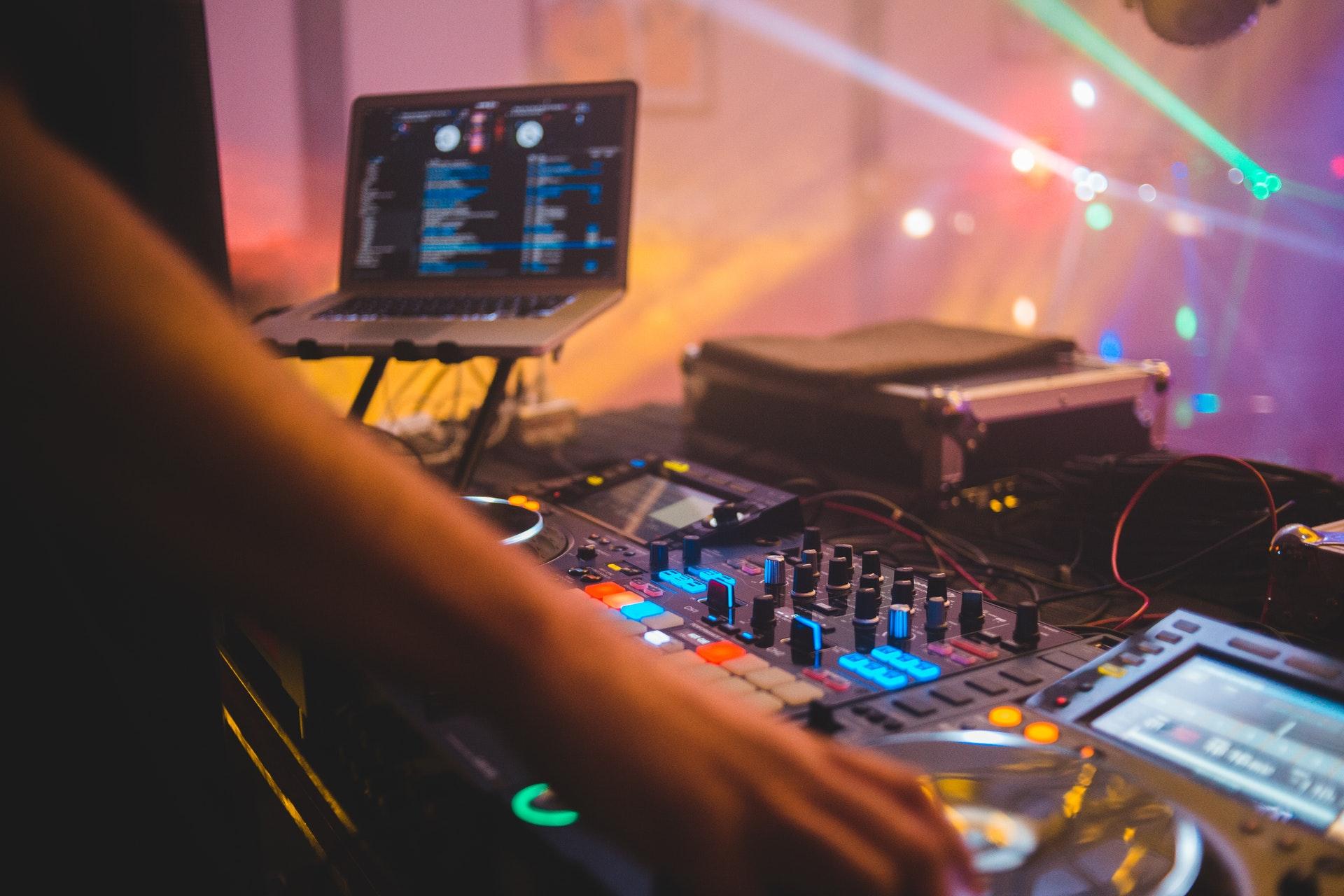 what makes a good dj mix